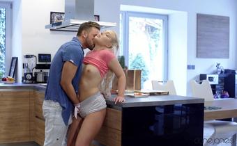 Novinha fazendo sexo com o encanador